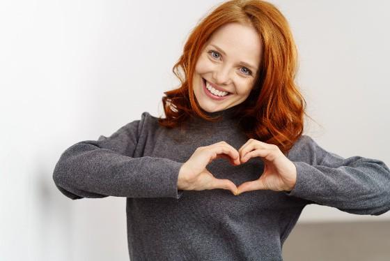 Sensitiv kvinde med selvomsorg og indre ro