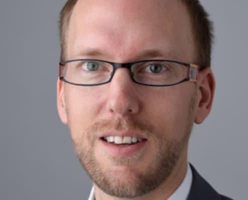 Micahel Pluess, ekspert, under forskernes lup
