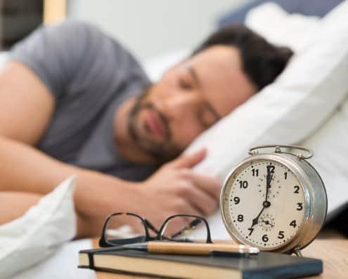Ung sensitiv mand sover godt og slipper bekymringer